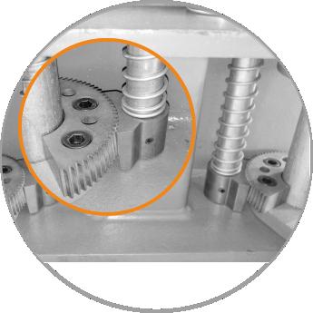 13. Déverrouillage automatique des bras en acier